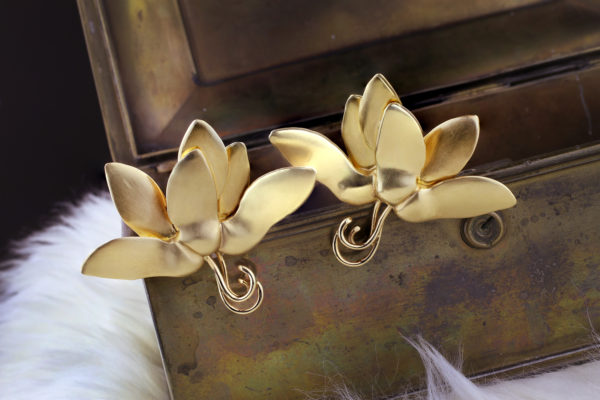 JAR Sculpted Gold Ear Clips