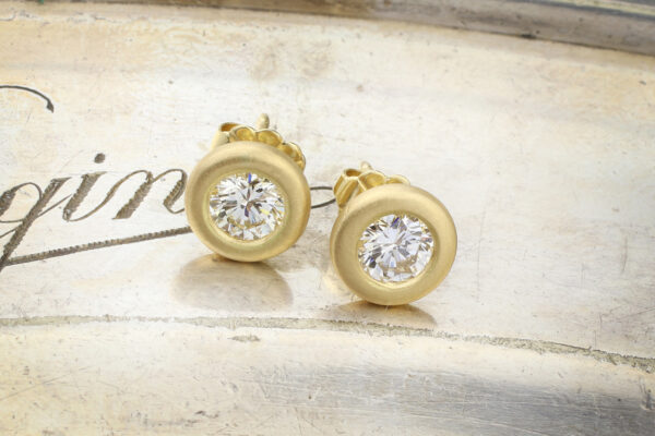 Round Diamond And Gold Stud Earrings